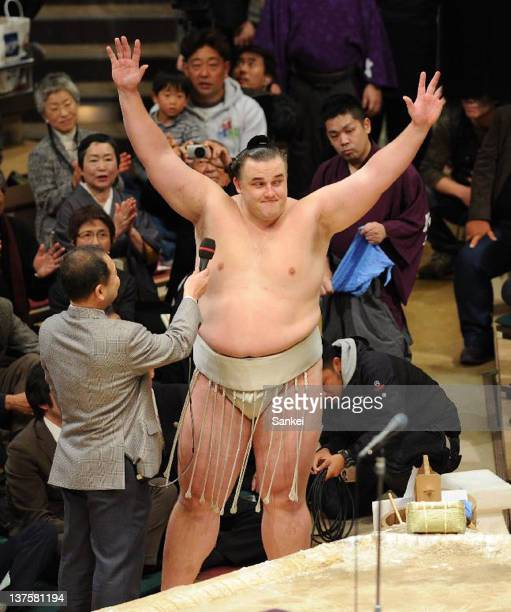 Estonian Ozeki Baruto whose real name is Kaido Hoovelson celebrates winning the New Year Grand Sumo Tournament at Ryogoku Kokugikan on January 22...