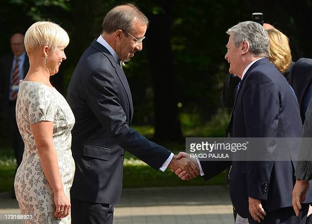 Estonian President Toomas Hendrik Ilves and his wife Evelin welcome German President Joachim Gauck and his partner Daniela Schadt in front of the...