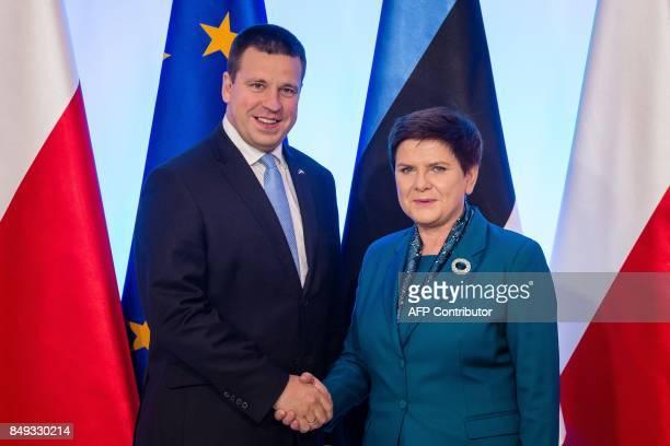 Estonian Prime Minister Juri Ratas and his Polish counterpart Beata Szydlo shake hands during their meeting in Warsaw September 19 2017 / AFP PHOTO /...