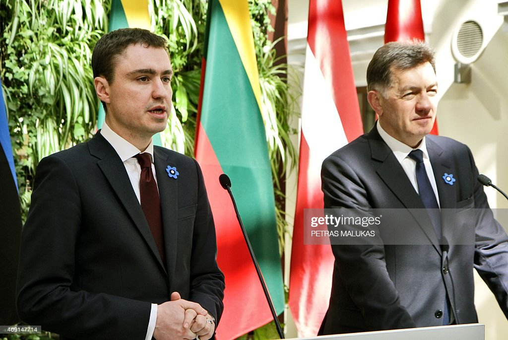 Estonian Prime Minister Taavi Roivas (L), Lithuanian Prime Minister Algirdas Butkevicius (R) attend a press conference after a session of the Baltic Council of Ministers meeting in Vilnius on April 10, 2015.
