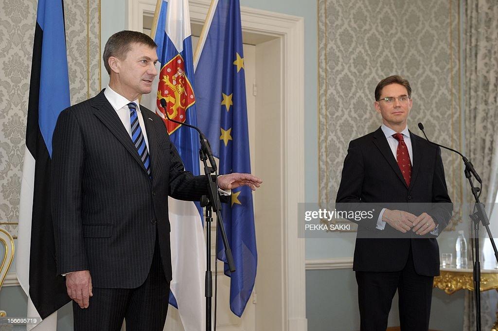 Estonia's Prime Minister Andrus Ansip (L) and Finland's Prime Minister Jyrki Katainen attend a press conference in Helsinki, on November 19, 2012. AFP PHOTO/ LEHTIKUVA / Pekka Sakki