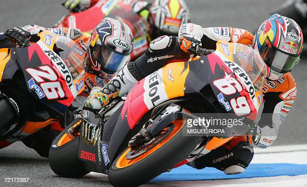 Nicky Hayden from US rides his Honda next to Sspanish Dani Pedrosa during the Moto GP race for the Grand Prix in Estoril 15 October 2006 Spanish Toni...