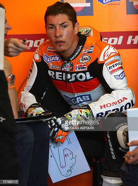 Nicky Hayden of the US speaks with his team in the paddock during the free practice 2 for the Moto GP World Championship in Estoril 13 October 2006...