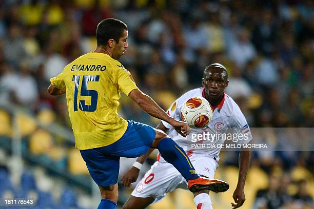 Estoril's Brazilian midfielder Evandro Goebel vies with Sevilla's French defender Stephane Mbia during the UEFA Europa League group H football match...