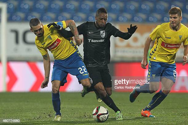 Estoril's defender Emidio Rafael vies with Guimaraes's forward Hernani during the Primeira Liga match between GD Estoril Praia and Vitoria Guimaraes...