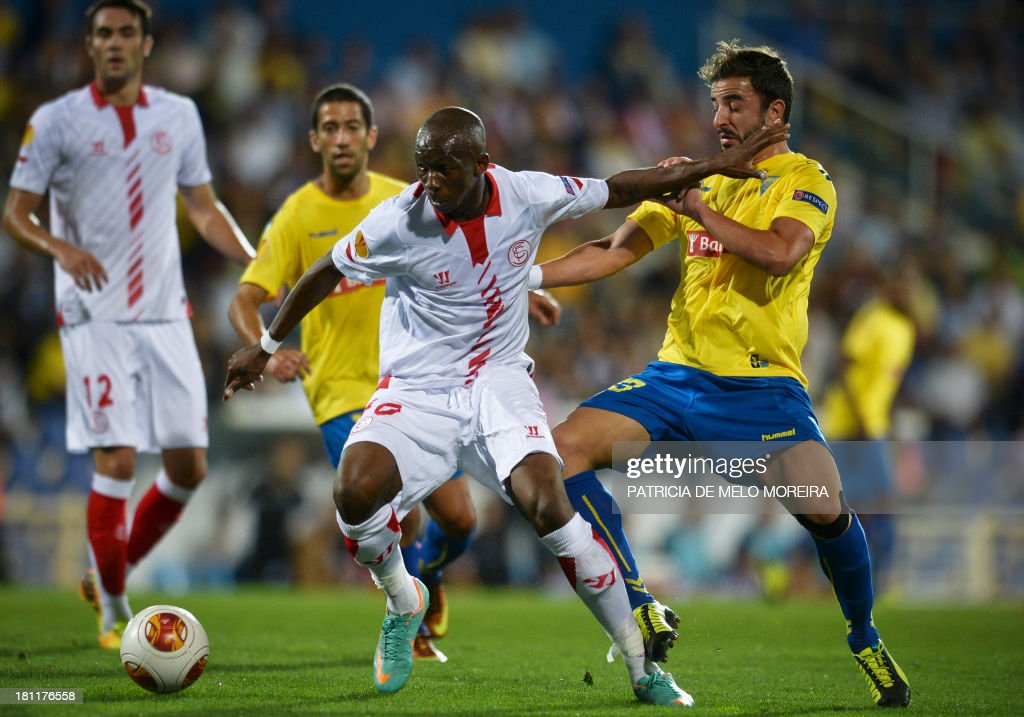 Estoril's defender Goncalo dos Santos (R) vies with Sevilla's French defender Stephane Mbia (3rdL) during the UEFA Europa League, group H, football match Estoril vs Sevilla at the Antonio Coimbra da Mota stadium in Estoril on September 19, 2013.