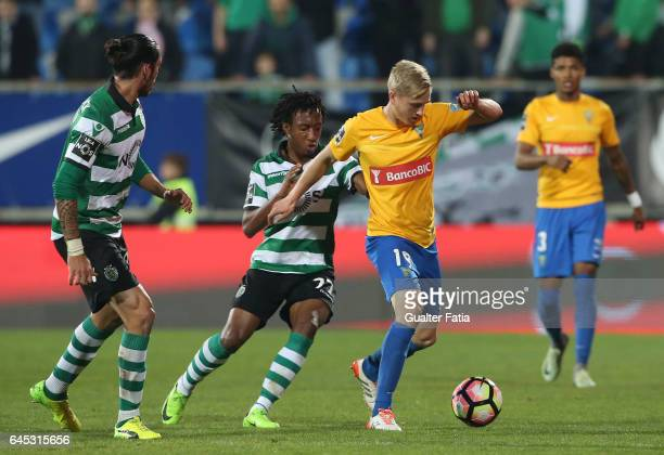 Estoril's midfielder Dmytro Yarchuk from Ucrania with Sporting CP's forward Gelson Martins from Portugal in action during the Primeira Liga match...