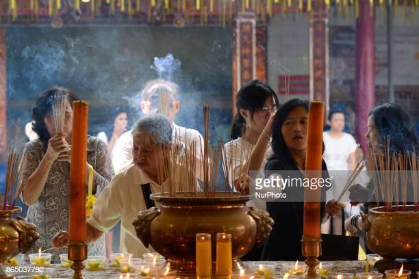 Ethic Chinese pray at a shrine at Wat Mangkon Kamalawat temple in Bangkok Thailand on 22 October 2017 The festival celebrates the local Chinese...