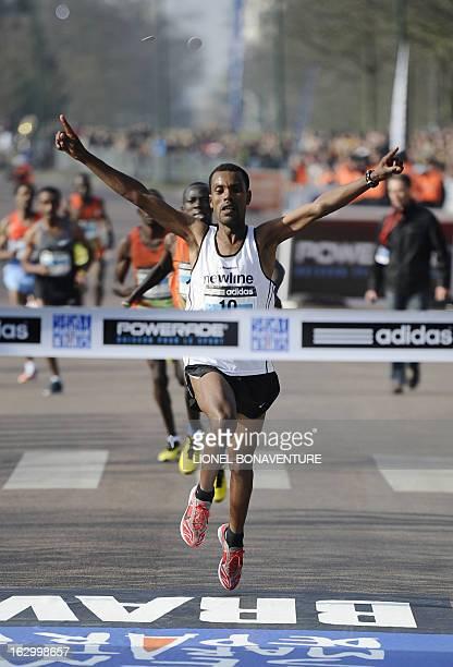 Ethiopian athlete Abebe Negewo celebrates after winning the 21st edition of the Paris HalfMarathon on March 3 2013 in Paris AFP PHOTO / LIONEL...