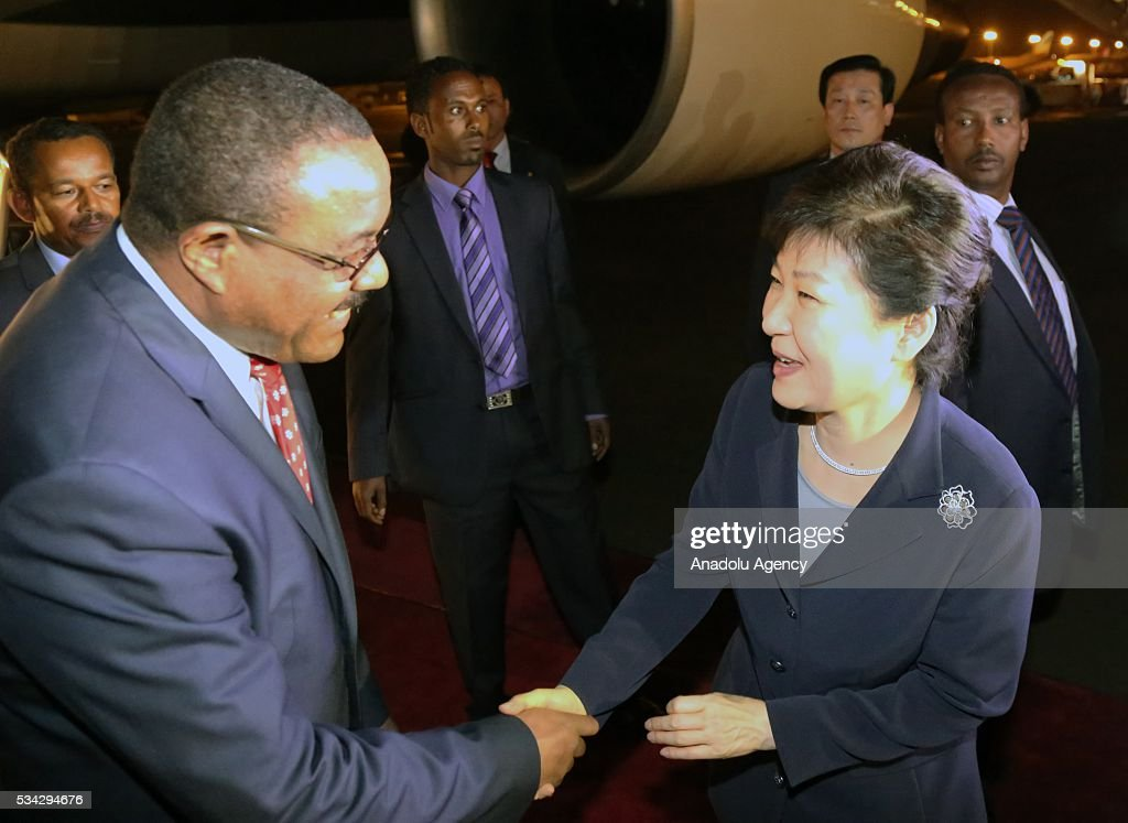Ethiopian Prime Minister Hailemariam Desalegn (L) and South Korean President Park Geun-Hye (R) shake hands at Addis Ababa Bole International Airport in Addis Ababa, Ethiopia on May 25, 2016.