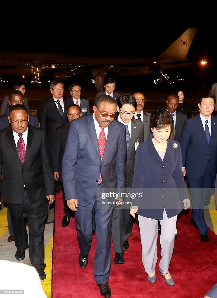 Ethiopian Prime Minister Hailemariam Desalegn (2nd L) welcomes South Korean President Park Geun-Hye (2nd R) at Addis Ababa Bole International Airport in Addis Ababa, Ethiopia on May 25, 2016.