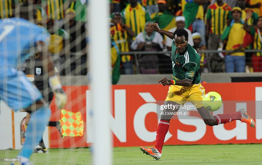 Ethiopia's forward Saladin Seid vies with Nigeria's goalkeeper Vincent Enyeama during the 2013 Africa Cup of Nations Group C match at Royal Bafokeng stadium in Rustenburg on January 29, 2013.