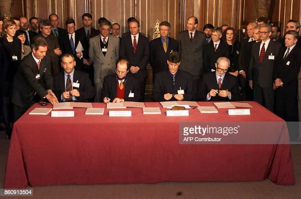 Ethnic Albanian negotiators at the Kosovo peace talks Veton Surroi Ibrahim Rugova Hashim Thaci Rexhep Qosja shake hands at the International...