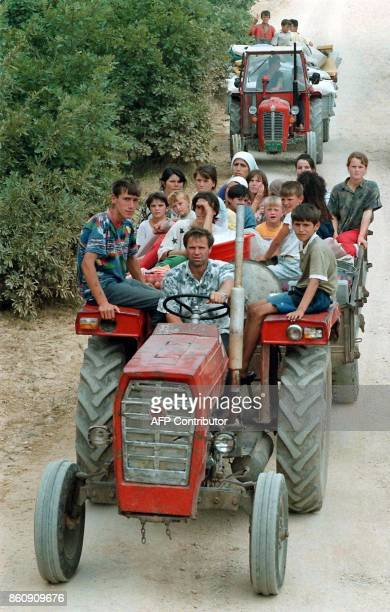 Ethnic Albanian refugees from the village of Rezala are on their way back home 20 August after their village was taken over by the forces of Kosovo...