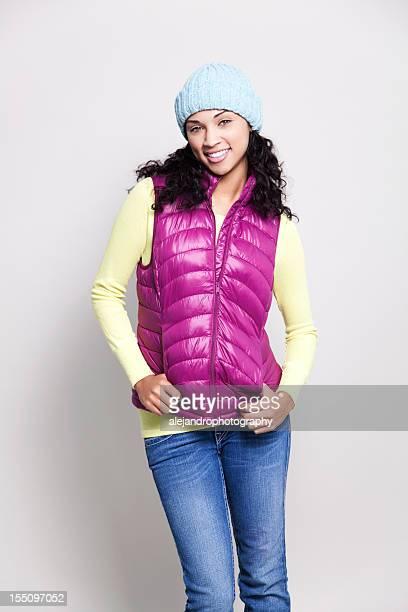 Ethnische Frau mit Herbst-outfit