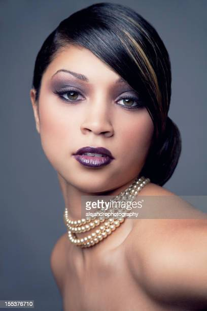 Ethnique femme avec un chignon