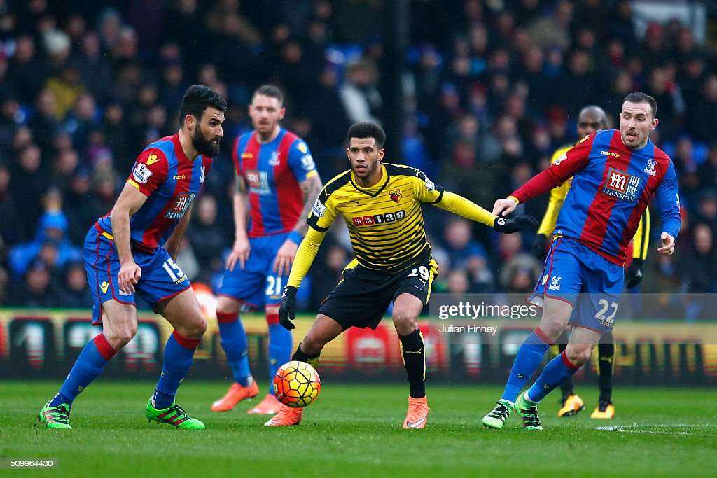 Etienne Capoue (C) of Watford competes for the ball against <a gi-track='captionPersonalityLinkClicked' href=/galleries/search?phrase=Mile+Jedinak&family=editorial&specificpeople=3123629 ng-click='$event.stopPropagation()'>Mile Jedinak</a> (L) and <a gi-track='captionPersonalityLinkClicked' href=/galleries/search?phrase=Jordon+Mutch&family=editorial&specificpeople=7107008 ng-click='$event.stopPropagation()'>Jordon Mutch</a> (R) of Crystal Palace during the Barclays Premier League match between Crystal Palace and Watford at Selhurst Park on February 13, 2016 in London, England.