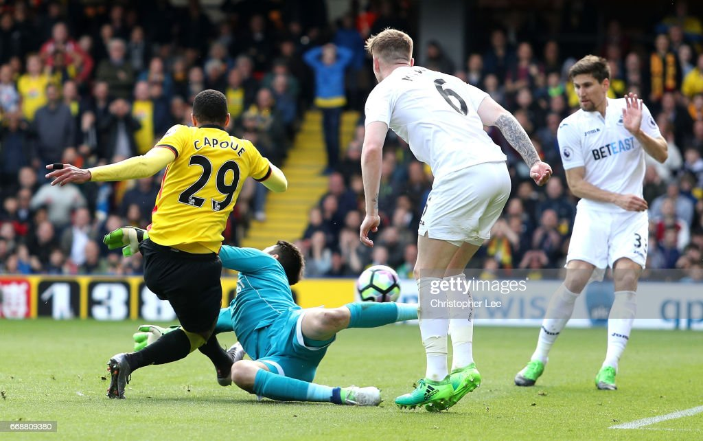 Etienne Capoue of Watford scores his sides first goal during the Premier League match between Watford and Swansea City at Vicarage Road on April 15, 2017 in Watford, England.