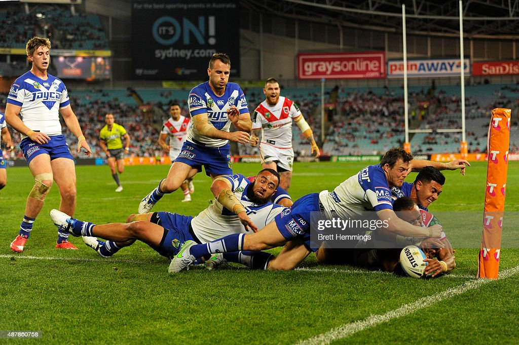 Eto Nabuli of the Dragons scores a try during the NRL Elimination Final match between the Canterbury Bulldogs and the St George Illawarra Dragons at...