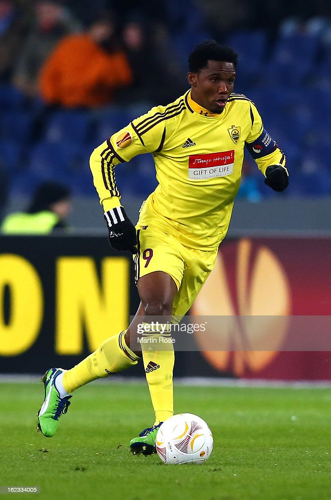 Eto'O of Makhachkala battle for the ball during the UEFA Europa League Round of 32 second leg match between Hannover 96 and Anji Makhachkala at AWD Arena on February 21, 2013 in Hannover, Germany.