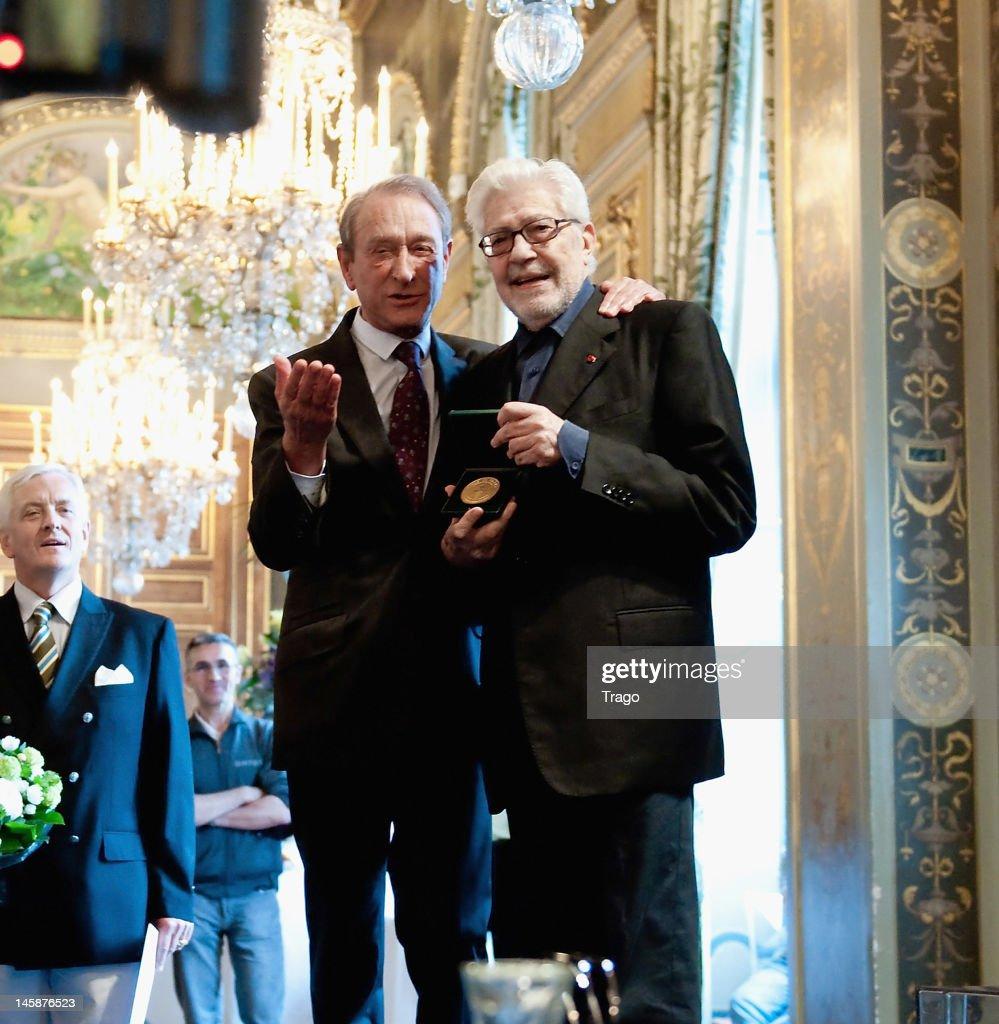 Ettore Scola poses after receiving the Vermeil Medal of the City of Paris from Paris' Mayor Betrand Delanoe (L) at Paris City Hall for Paris Cinema, at Mairie de Paris on June 7, 2012 in Paris, France.