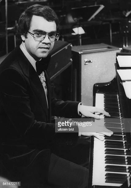 Eugen Cicero*1940Musiker Jazzmusiker PianistPorträt am Klavier 1976
