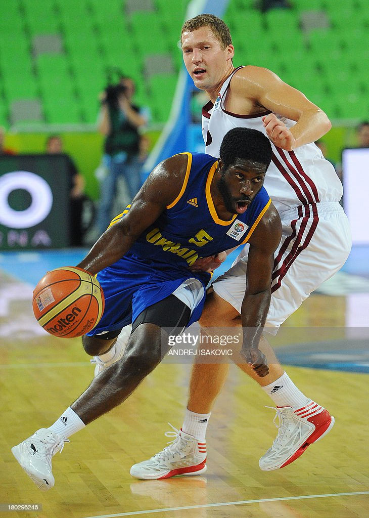 Eugene Jeter of Ukraine (Bottom L) vies with Janis Strelnieks of Latvia during the FIBA EuroBasket second round Group E basketball championship qualification match between Latvia and Ukraine, in Ljubljana, Slovenia, on September 11, 2013. AFP PHOTO / ANDREJ ISAKOVIC