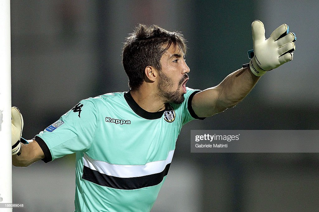Eugenio Lamanna of AC Siena in action during the Serie B match between AC Siena and US Citta di Palermo at Artemio Franchi - Mps Arena on October 21, 2013 in Siena, Italy.