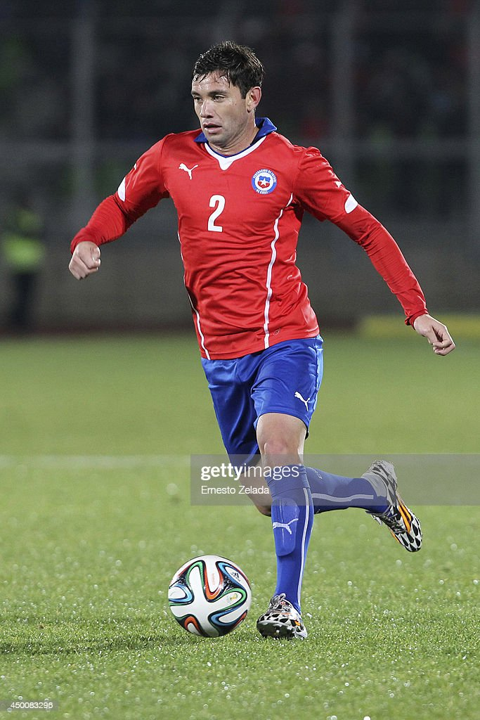<a gi-track='captionPersonalityLinkClicked' href=/galleries/search?phrase=Eugenio+Mena&family=editorial&specificpeople=5900221 ng-click='$event.stopPropagation()'>Eugenio Mena</a> of Chile drives the ball during the international friendly match between Chile and Northern Ireland at Elias Figueroa Brander Stadium on June 06, 2014 in Valparaíso, Chile.