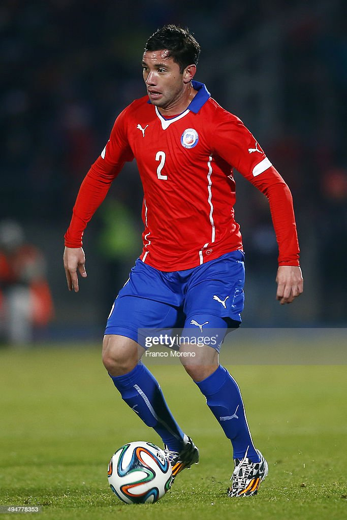 <a gi-track='captionPersonalityLinkClicked' href=/galleries/search?phrase=Eugenio+Mena&family=editorial&specificpeople=5900221 ng-click='$event.stopPropagation()'>Eugenio Mena</a> of Chile drives the ball during the international friendly match between Chile and Egypt at Nacional Stadium on May 30, 2014 in Santiago, Chile.