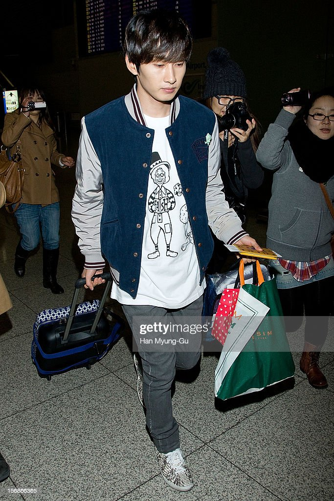 Eunhyuk of South Korean boy band Super Junior is seen at Incheon International Airport on November 22, 2012 in Incheon, South Korea.