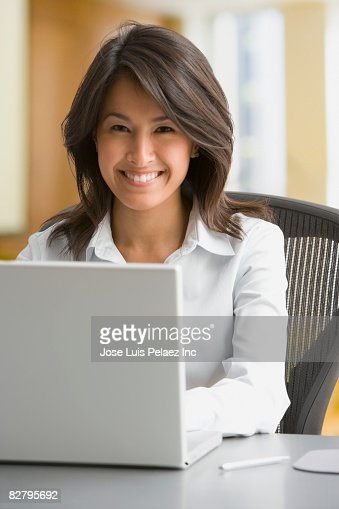 eurasian-dating-asian-hot-desi-actress-priyanks-chopra-upskirts