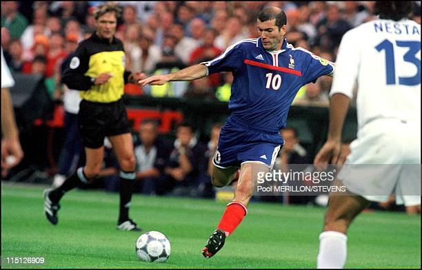 Euro 2000 France defeats Italy 2 1 in Rotterdam Netherlands on July 02 2000 Zidane