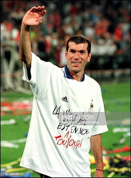 Euro 2000 French team receive the cup in Rotterdam Netherlands on July 02 2000 Zidane