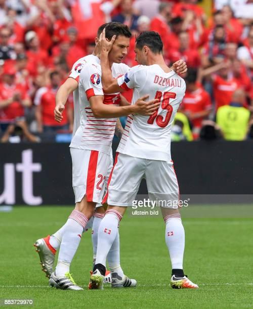FUSSBALL Euro 2016 GRUPPE 1 Fabian Schaer und Blerim Dzemaili