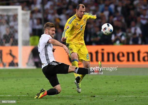 FUSSBALL Euro 2016 GRUPPE C in LILE Deutschland Ukraine Shkodran Mustafi gegen Roman Zozulya