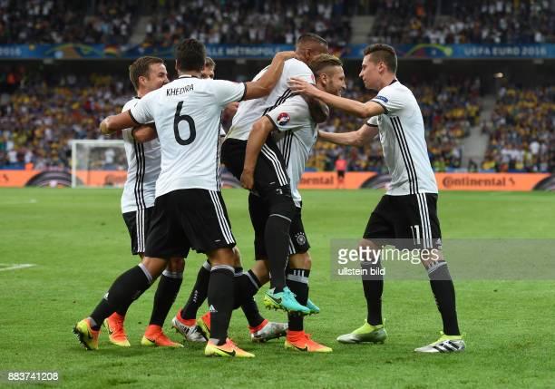 FUSSBALL Euro 2016 GRUPPE C in LILE Deutschland Ukraine 0 Mario Goetze Sami Khedira Jerome Boateng Torschuetze Shkodran Mustafi und Julian Draxler