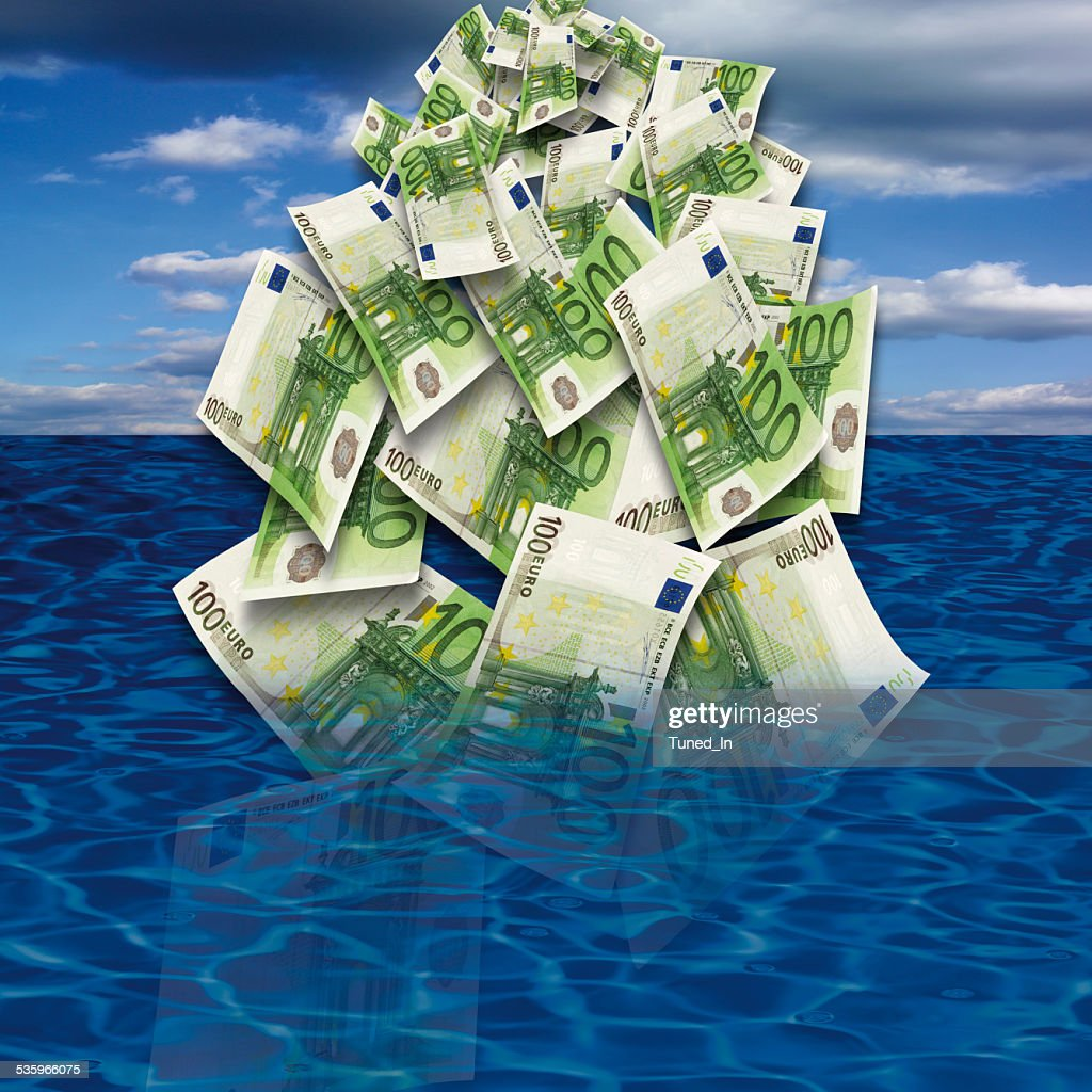 100 euro banknote drowing in sea, close-up : Stock Photo