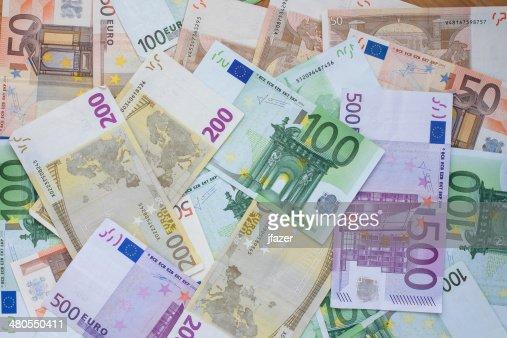 Notas e moedas em euros : Foto de stock