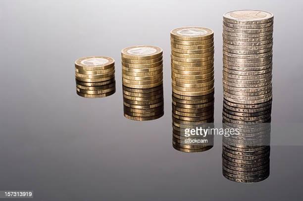Euro Münze Grafik mit colums auf Schwarz