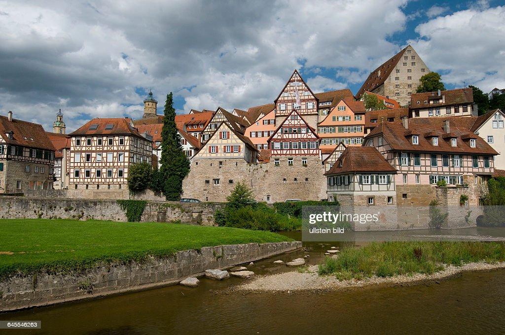 Europa Deutschland BadenWürttemberg Schwäbisch Hall an der Kocher Blick vom Unterwöhrd auf die Altstadt