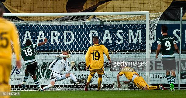 Europa League Playoff AC Horsens vs Sporting Portugal Lissabon Carrilo Andre Sporting Clube de Portugal making 11 goal against Keeper Frederik Rønnow...