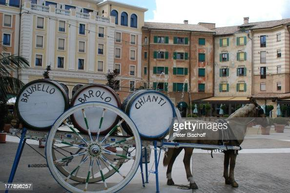 Europa Park Hotel 'Colosseo' 30jähriges Jubiläum Rust bei Freiburg BadenWürttemberg Deutschland Europa JubiläumsFeier KunstPerd Tier Kutsche Fass...