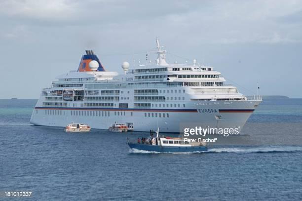 MS 'Europa' Reise Kreuzfahrt SüdseePazifik Reise auf Reede vor Tonga/Südsee Meer ankern Motorboot Boot Boote Luxus Kreuzfahrtschiff Schiff Schiffe