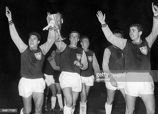 Europacup der Pokalsieger Endspiel vor 98000 Zuschauern im WembleyStadion in London West Ham United London TSV 1860 München 20 Die Spieler vom...