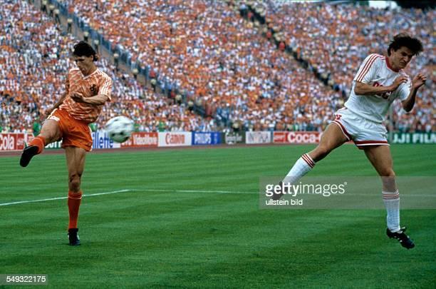 Europameisterschaft 1988 Finale Niederlande UdSSR am 256 in Mnchen Tor zum 20 durch Marco van Basten Re Litowtschenko
