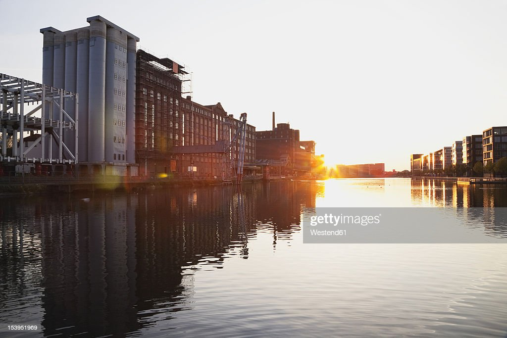 Europe, Germany, North Rhine Westphalia, View of Duisburg Inner Harbour with Museum Kuppersmuhle