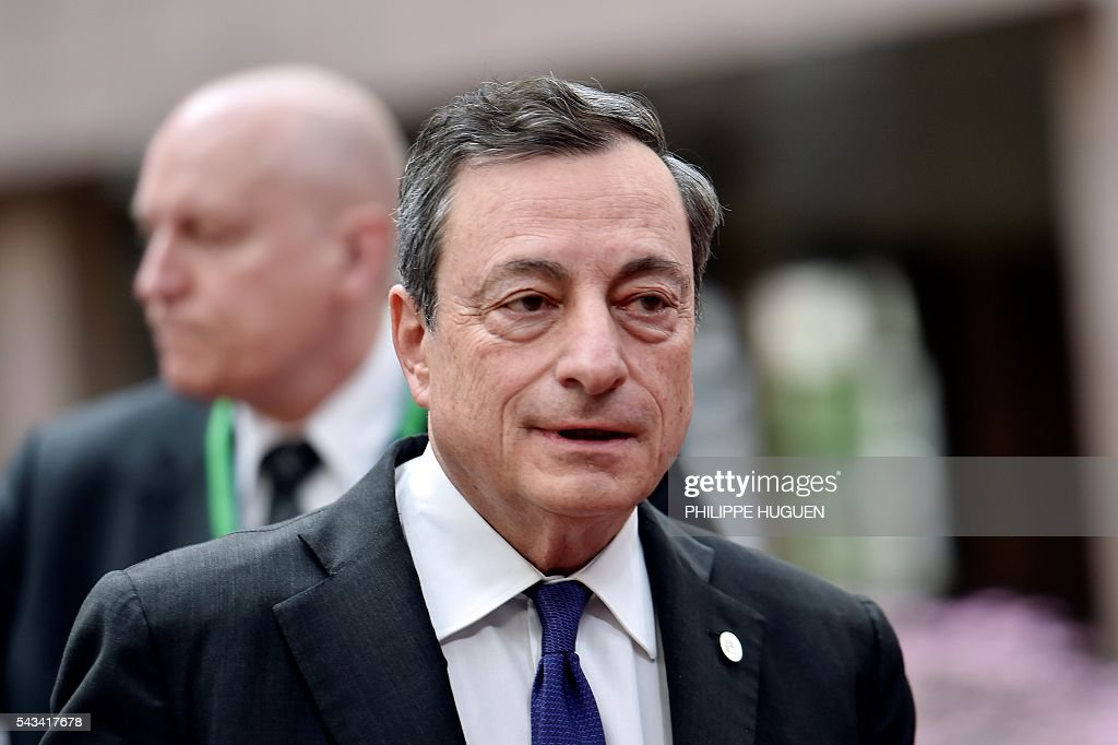 European Central Bank (BCE) President Mario Draghi arrives before an EU summit meeting on June 28, 2016 at the European Union headquarters in Brussels. / AFP / PHILIPPE
