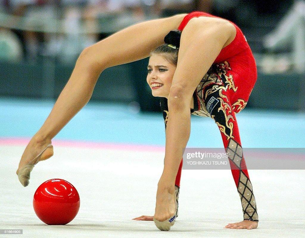 Vladimir Putins lover Alina Kabaeva appears wearing