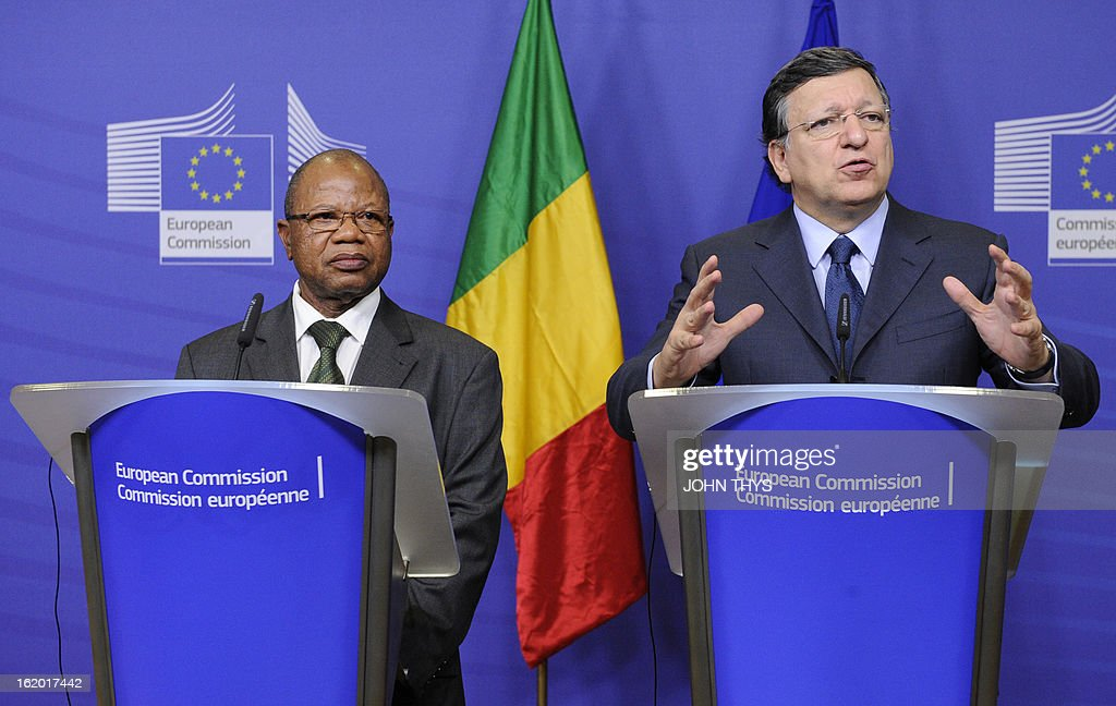 European Commission Chairman Jose Manuel Barroso (R) and Malian Prime Minister Diango Cissoko (L) give a press conference on February 18, 2013 following their meeting at EU headquarters in Brussels. European Union foreign ministers on February 18 formally approved the launch of a 500-strong EU military mission to train the Malian army, which has already begun work on the ground.